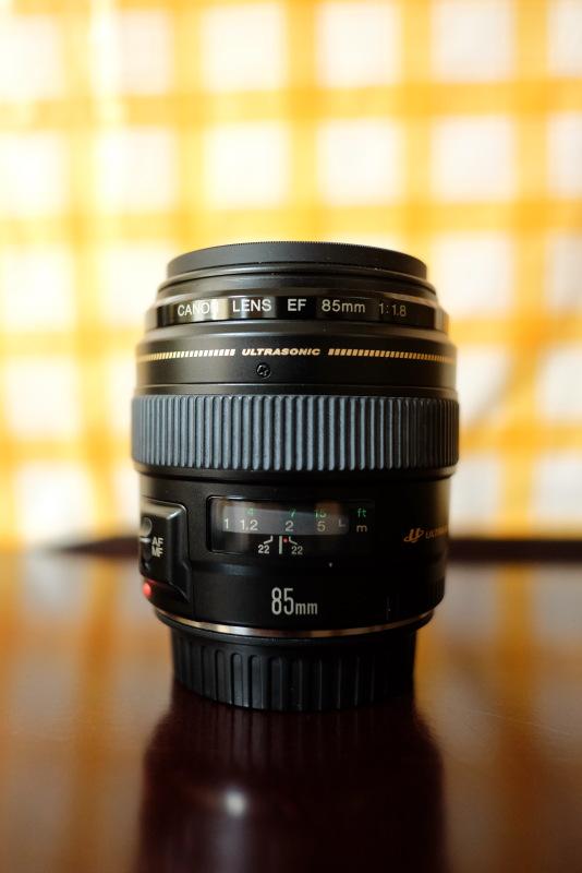 EF 85mm F1.8 USM side